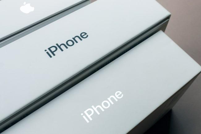 närbild på iphone-förpackningar